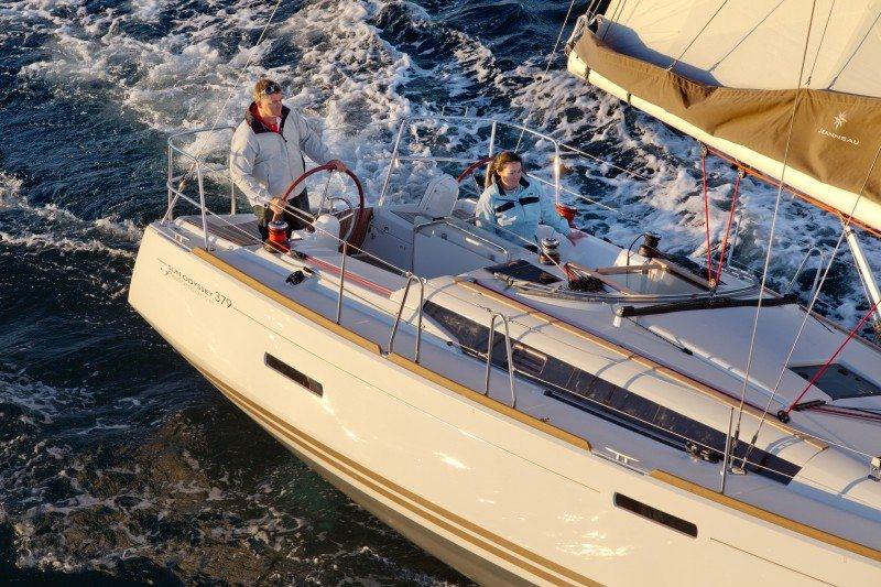 Jeanneau 389 sailing