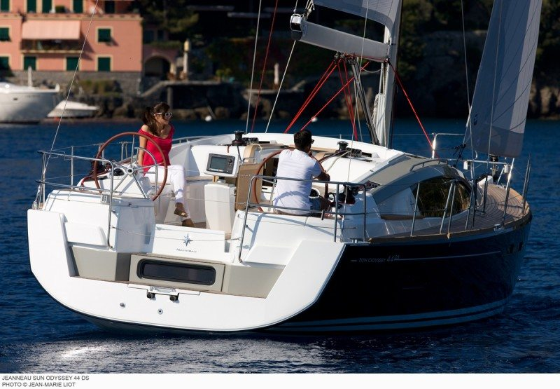 Jeanneau 44DS cruising