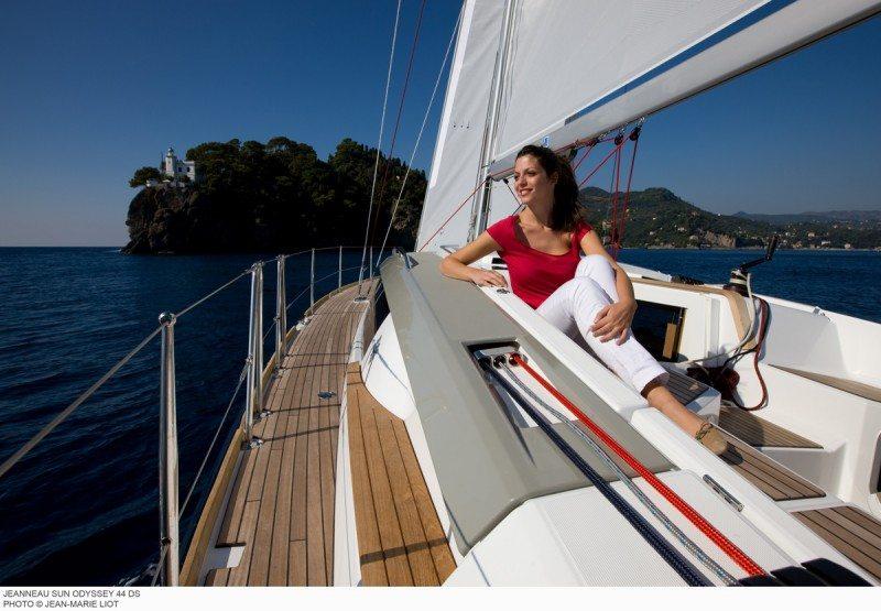 Jeanneau 44DS family cruising