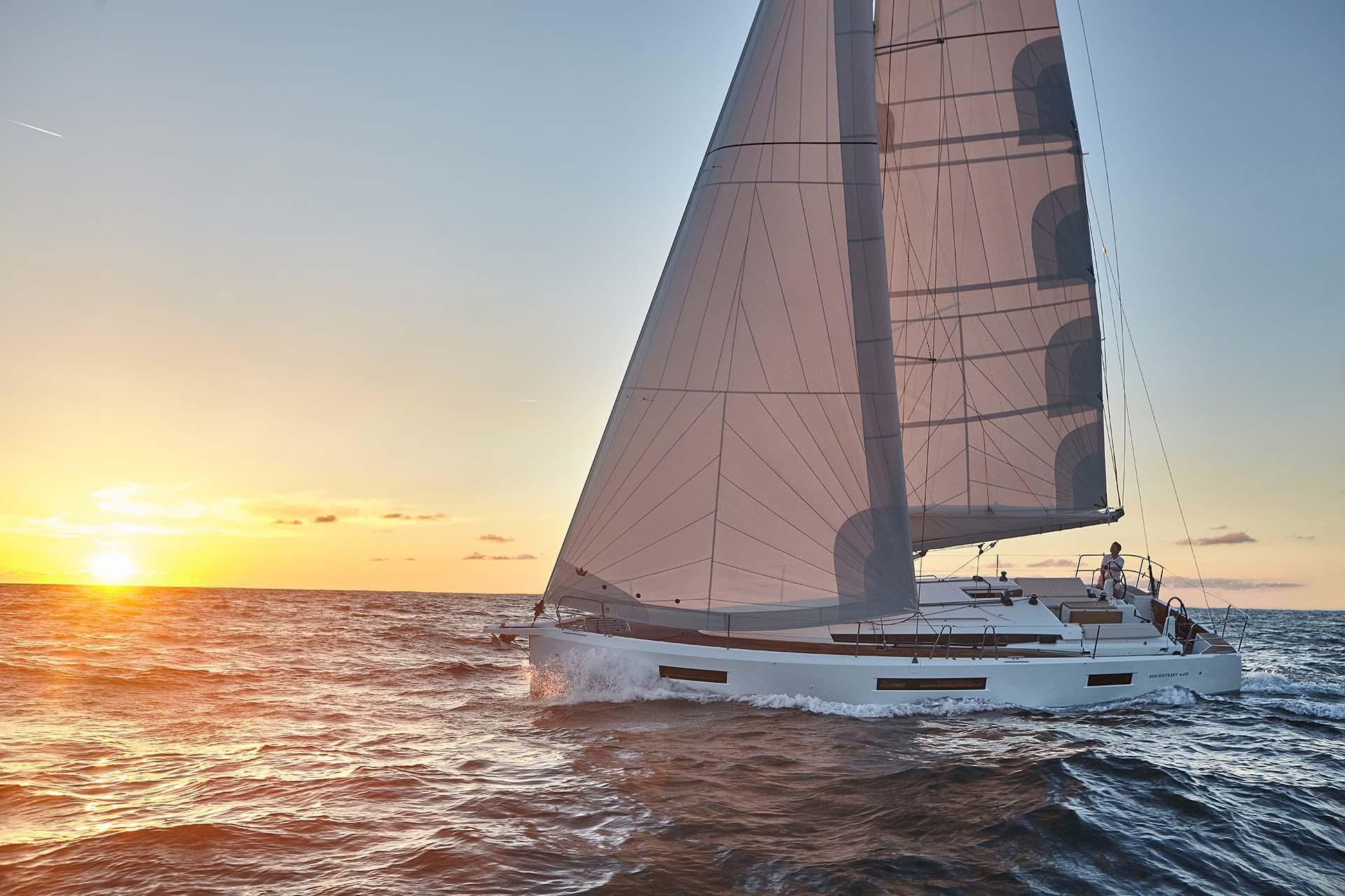 Jeanneau Sun Odyssey 440 cruising