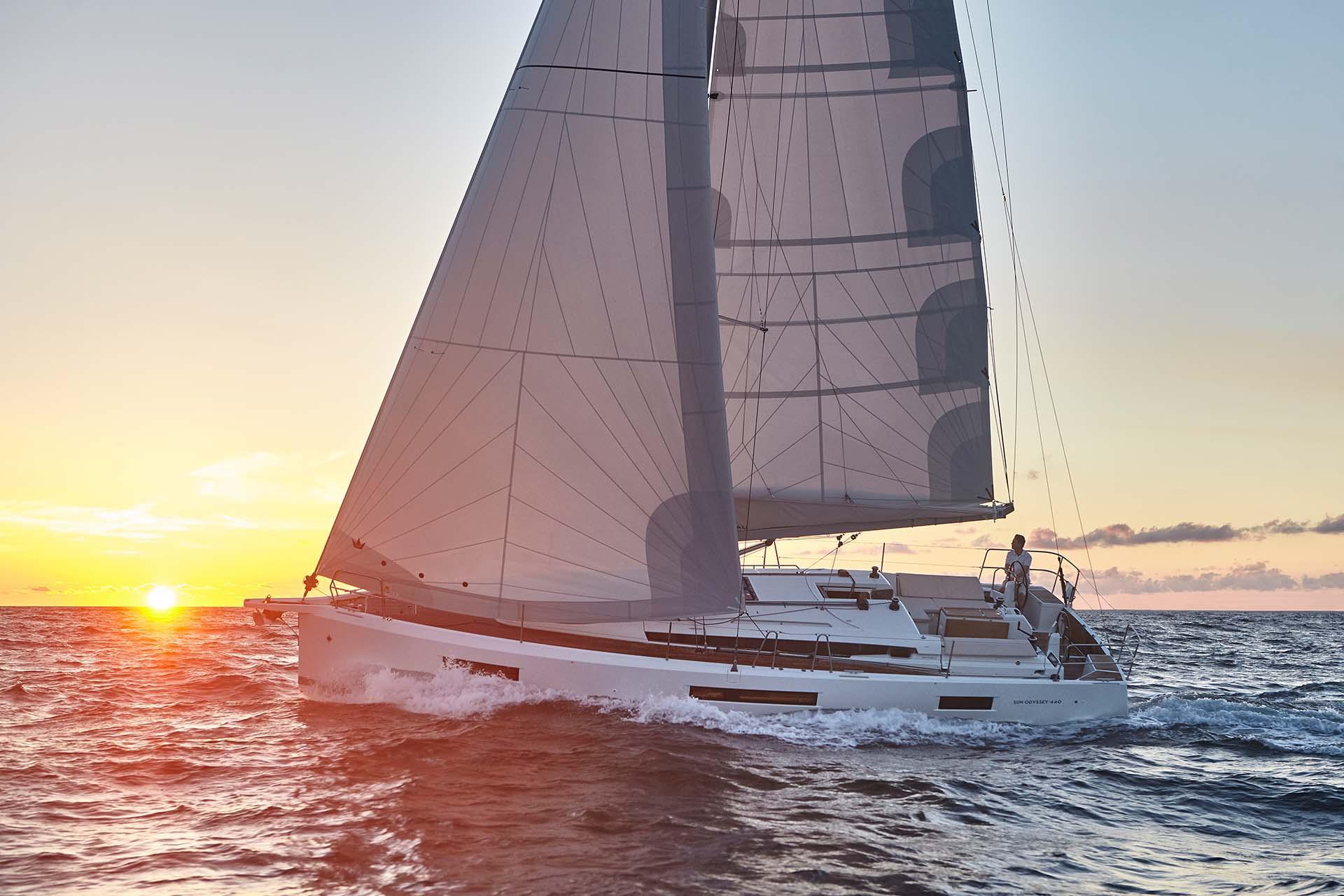 Jeanneau 440 Sailing