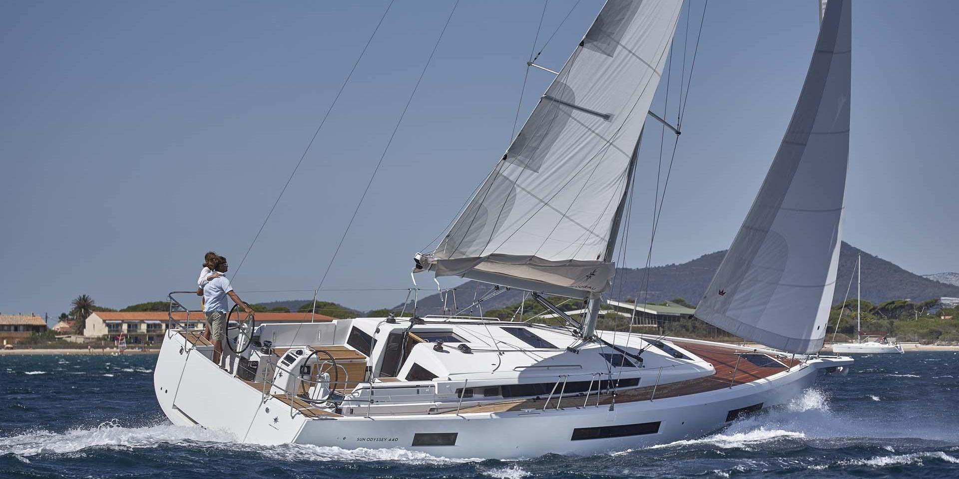 charter a jeanneau 44DS
